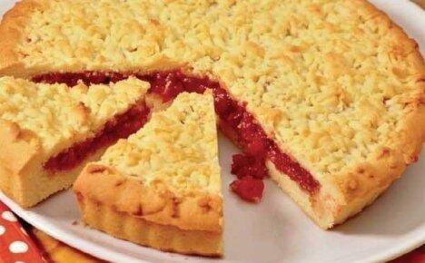 Как быстро приготовить изысканное угощение всех времен – пирог с клубничным вареньем