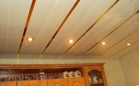 Для внутренней отделки помещения используем потолочные панели