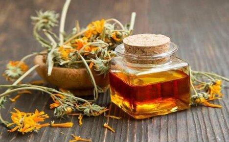 Добавляем в домашнюю аптечку масло из календулы