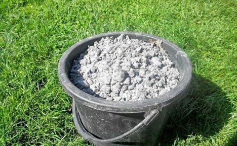 Используем для растений в качестве удобрения древесную золу