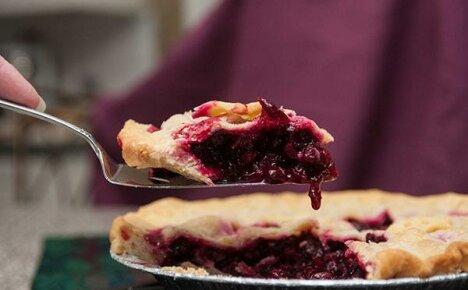 И вкусно и полезно – пирог с клюквой к любимому кофе и для семейного чаепития