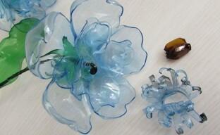 Как изготовить простые цветы из пластиковых бутылок
