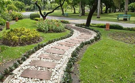 Интересные идеи создания комбинированных дорожек в саду