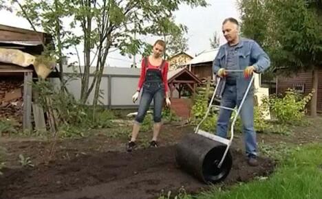 Делаем самостоятельно каток для газона