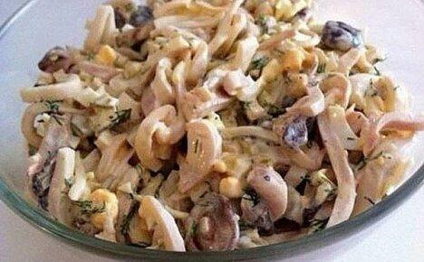 Рецепты приготовления грибных салатов с кальмарами: упрощенный и праздничный варианты