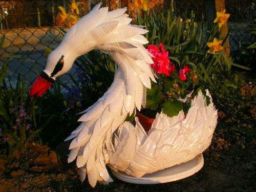 Клумба лебедь из пластика