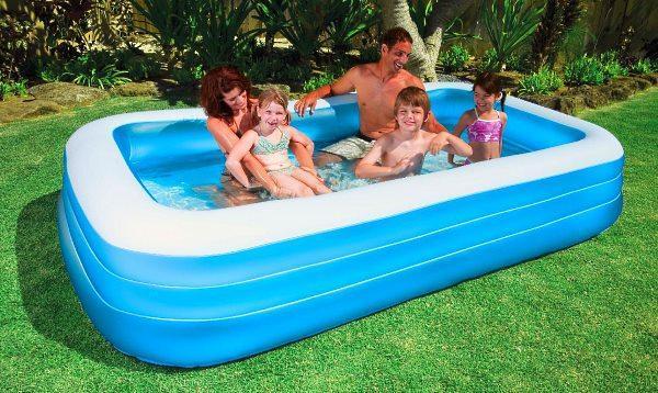 Небольшой надувной бассейн для детей