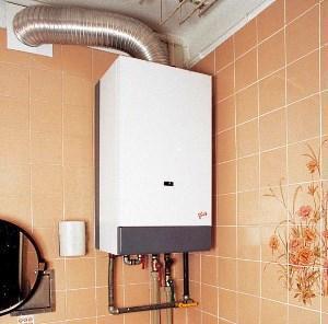 газовый бойлер на стене в ванной