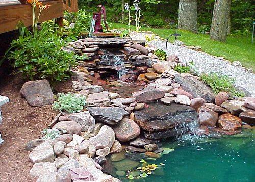 пруд с фонтаном
