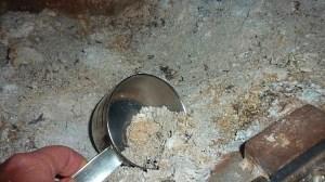 Как использовать золу (пепел) как удобрение