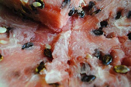 Мякоть арбуза с большим содержанием нитратов