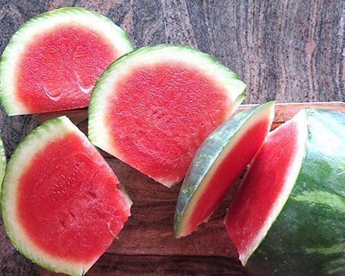При обострении панкреатита, гастрита и холецистита употреблять арбуз нельзя