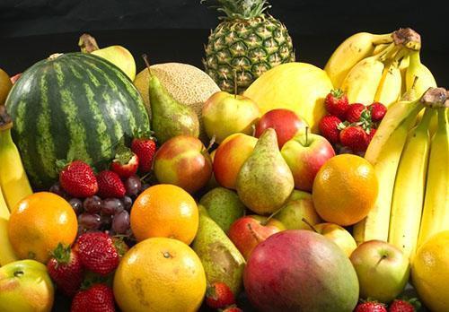 В ограниченных количествах можно употреблять все фрукты и ягоды