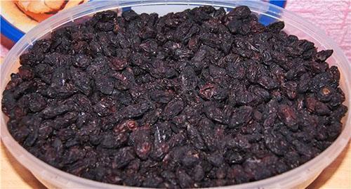 Засушенные ягоды жимолости также отличаются хорошими вкусовыми качествами