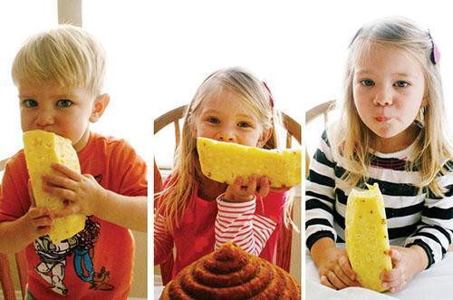 Детям ананас дают после достижения трехлетнего возраста