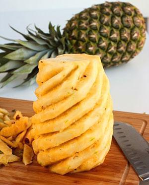 Мякоть ананаса содержит кальций, магний и фосфор, калий, железо и цинк