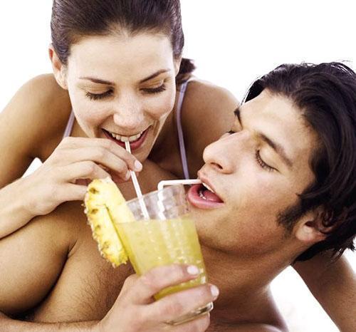 Стакан сока или несколько ломтиков ананаса помогут мужчине восстановить свои силы