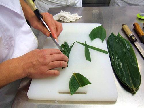 В Японии листья аспидистры используют для разделения блюд на подносе