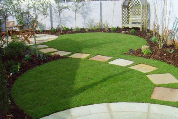 Оригинальная форма газона
