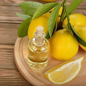 Масло лимона получают методом холодной пресовки или паровой перегонки