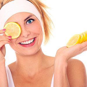 С помощью лимонного масла смягчают огрубевшие участки кожи