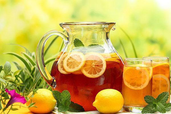 Чай с лимоном хорошо употреблять при пониженной кислотности желудка