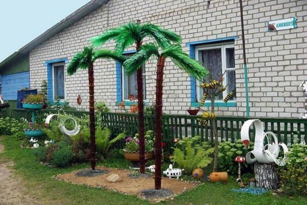 Детская площадка с пальмами