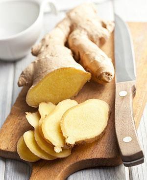 При потреблении корня имбиря пища в желудке переваривается и всасывается намного быстрее