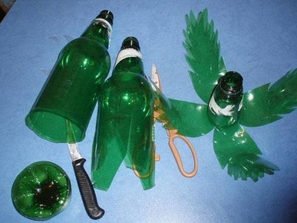 Такой способ разрезания бутылки позволит сделать перистую пальму