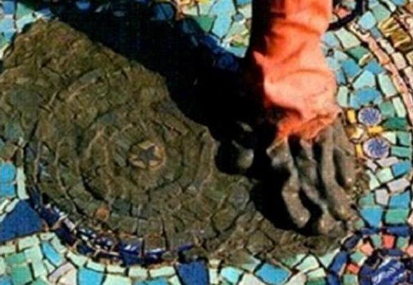 Затирка швов в мозаике