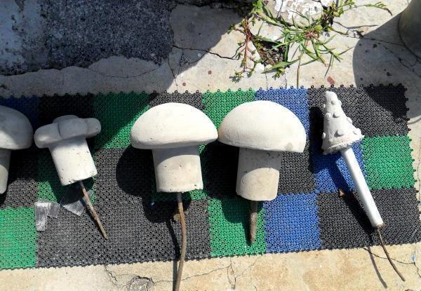 Бетонные грибы-скульптуры