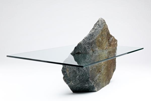 Стол из бетонного камня