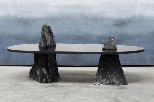 Стол с каменными ножками