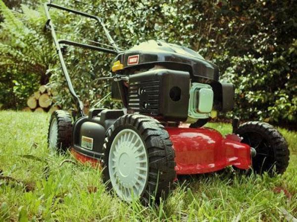 Газонокосилки самоходные бензиновые с четырехтактным двигателем
