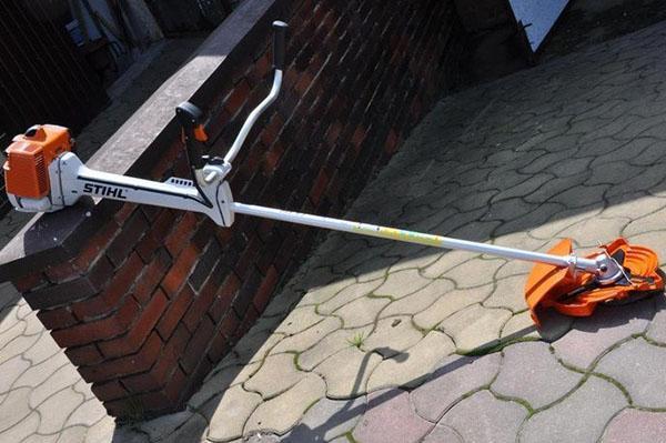Карбюратор кустореза Штиль версии FS 450 оснащён компенсатором