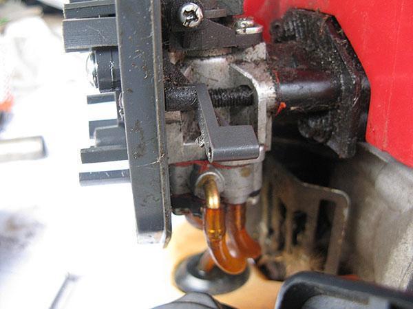 Перед запуском бензокосы необходимо проверить герметизацию узлов