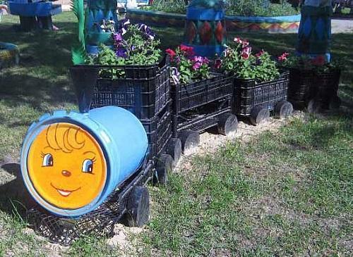Паровозик из ящиков для сада своими руками фото