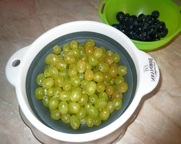 чистим виноград