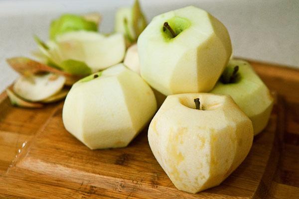 чистим яблоки