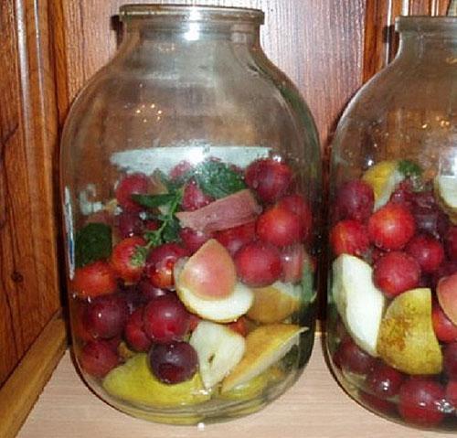 фрукты в банке