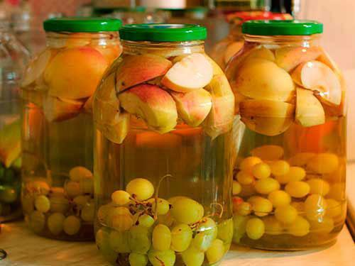 яблочно виноградный компот