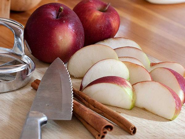 яблоки и корица