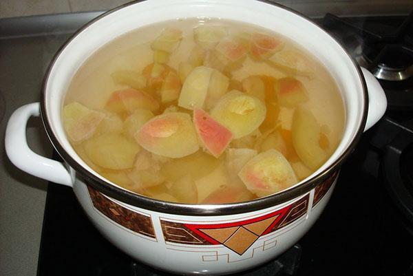 яблоки в соленой воде