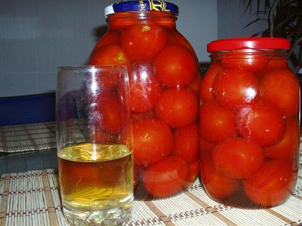 заливаем помидоры соком
