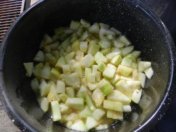 заливаем соком ананаса