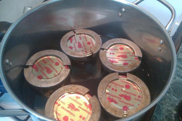 стерилизуем десерт из груши