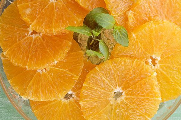 нарезать апельсин кольцами