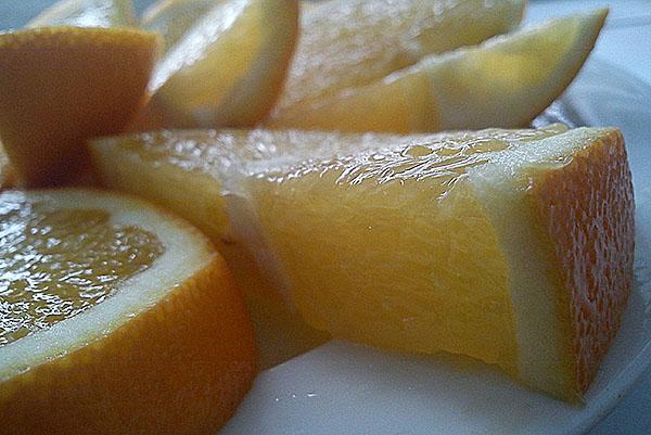 нарезать апельсин на доли