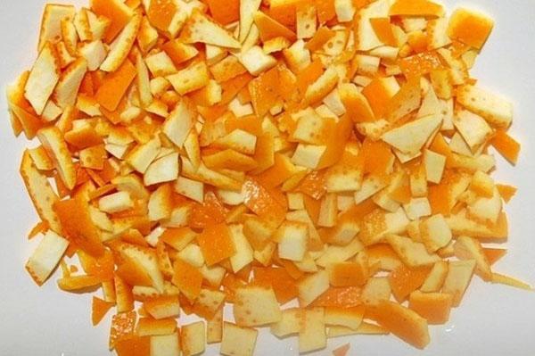 нарезать кожуру апельсин