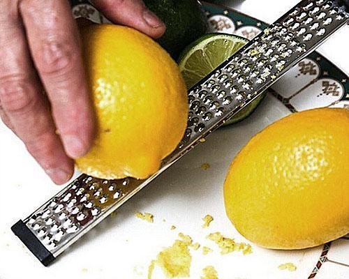 натереть лимон